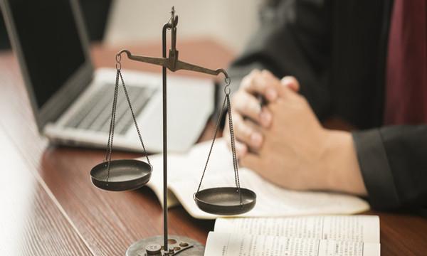 抢劫罪的构成要件具有哪些主要特征