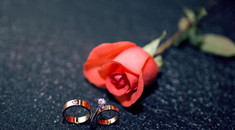 拿結婚證需要什么證件